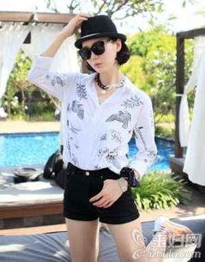 资讯衬衫短裤完美组合 简单风格主义里的女人味儿