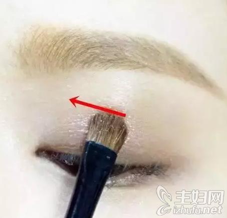 资讯【无辜大眼妆的画法】教你无辜桃花眼妆的化妆步骤